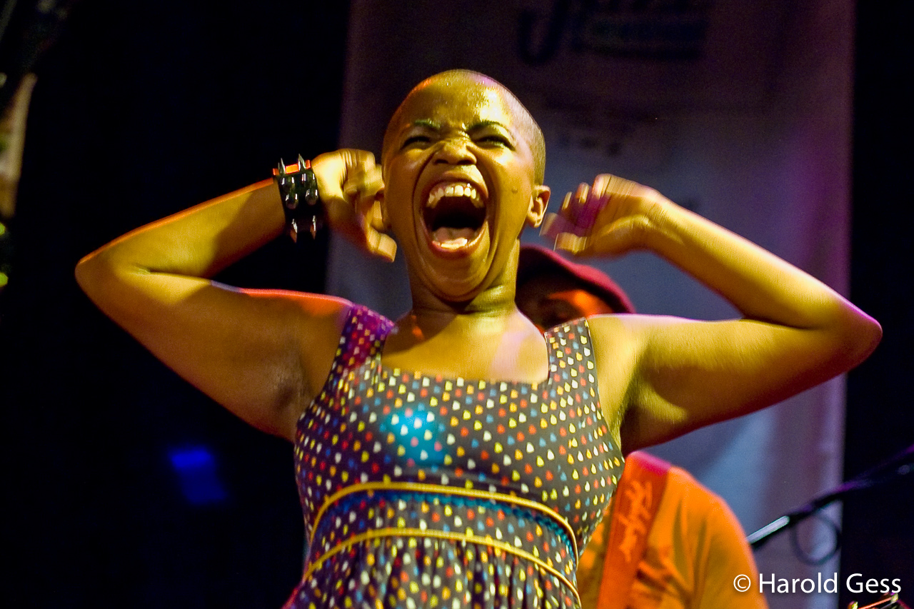 Zolani Mahola, lead vocalist of Freshlyground Grahamstown, 2009.